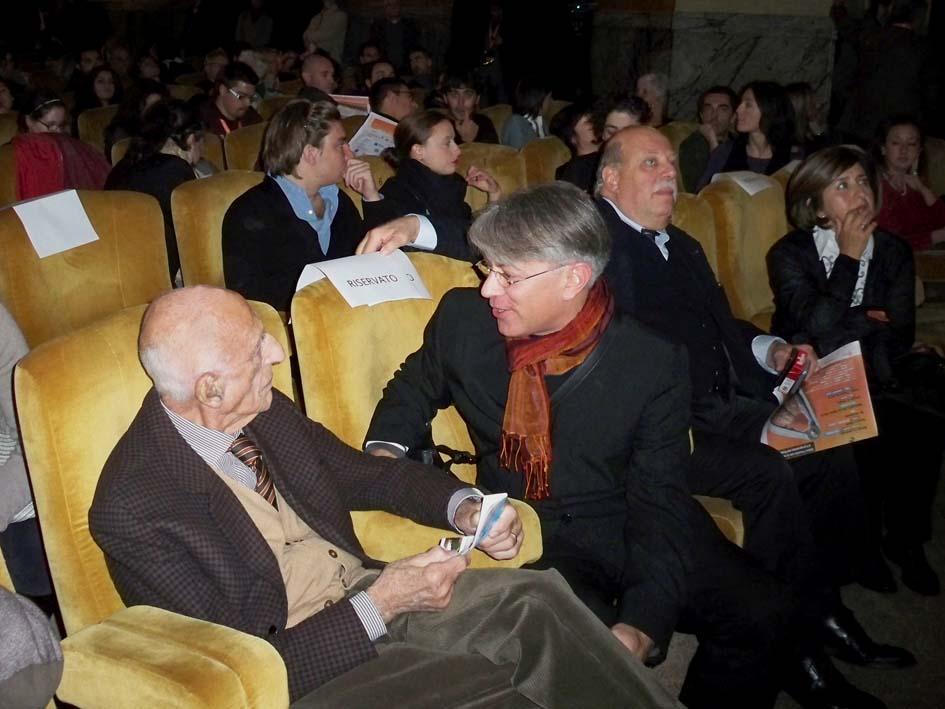 Gillo Dorfles e Donato Di Zio al Festival della Creatività, cinema Odeon, Firenze, 2010